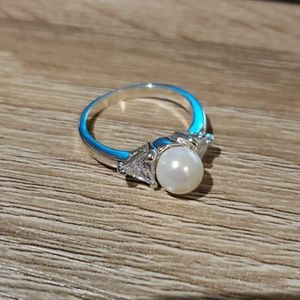 Jewelry - Simulated pearl ring sz7 cz